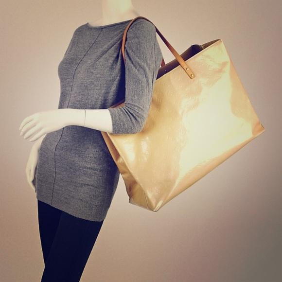 213861d1a8 Louis Vuitton Handbags - SALE🌺LV Reade GM
